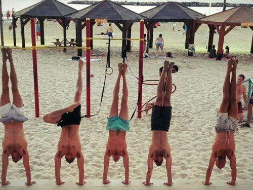 beach-hand-stand